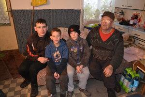 Starký Jozef a jeho traja vnuci.
