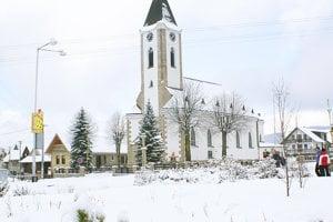 Dominanta podroháčskej obce Zuberec, Kostol sv. Vendelína, stojí vdedine od roku 1932.