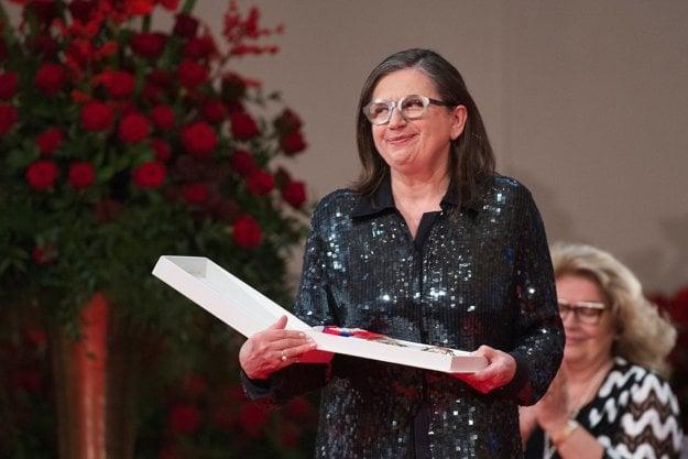 Herečka Zuzana Kronerová si prebrala štátne vyznamenanie Rad Ľudovíta Štúra I. triedy.