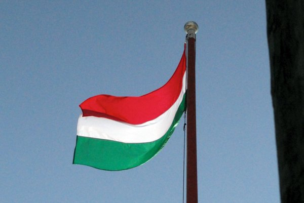 Maďarská vlajka.