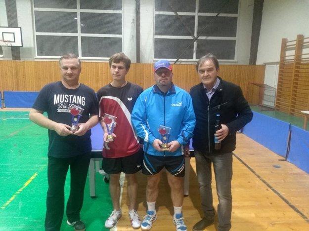 Neregistrovaní (zľava): Anton Srogoň (2. miesto), Erik Eckhardt (1. miesto), Jozef Eckhardt (3. miesto) aJozef Petráš (4. miesto).