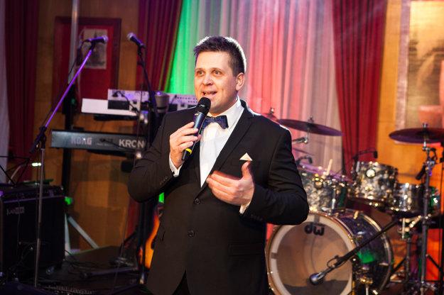 Jedným z moderátorov plesu bude Rado Kuric.