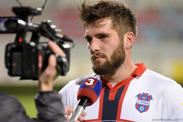 Timotej Záhumenský dostal lepšiu ponuku z Dunajskej Stredy, kde podpísal profesionálnu zmluvu. Na miesto krajného obrancu už má tréner Jarábek vytypovanú náhradu.