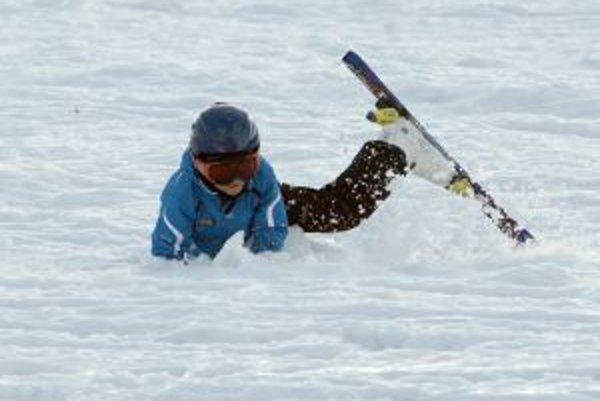 Po oteplení si treba dať pozor na mokrý a ťažší sneh
