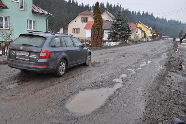 Vodiči sa dieram vyhýbajú aj kľučkovaním v protismere.