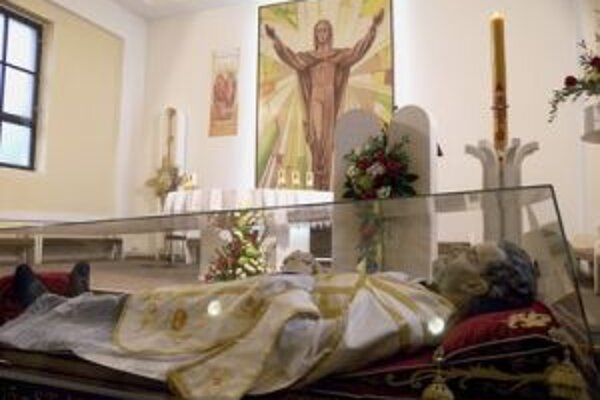 Na Slovensko relikviu priviezli 11. apríla cez hraničný priechod Vyšné Nemecké