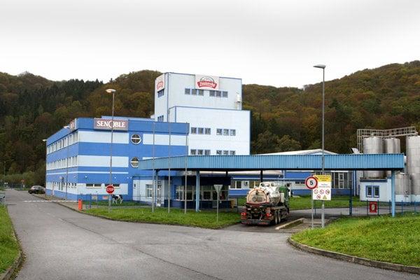 Spoločnosť predáva mliečne produkty pod značkou Zvolenský.