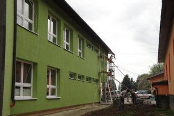Rekonštrukčné práve obecných budov bežia naplno