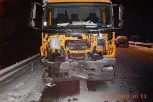 Dopravná nehoda si vyžiadala smrť jedného z vodičov