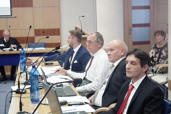 Dubnickí poslanci sa opäť pokúsili získať pre súkromnú základnú umeleckú školu dotáciu z mesta.