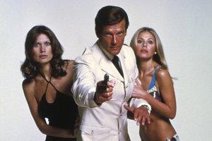 Roger Moore ako jeden z hereckých predstaviteľov Jamesa Bonda. Práve on zdôraznil humornú líniu v bondovkách.
