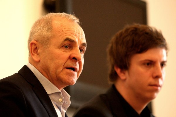 Ján Lunter a riaditeľ úradu samosprávneho kraja Matúš Hollý dnes predstavili cestu k transparentnosti.
