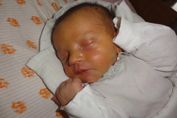 """Patrik Krištofík - Z prvého dieťatka sa tešia aj v rodinke Romany a Patrika z Čadce. Ich synček Patrik Krištofík (3700 g, 53 cm) je na svete od pondelka  11. decembra. Meno  Patrik je  latinského pôvodu a v preklade znamená """"urodzený""""."""