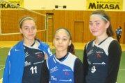 Hnúšťanské hráčky. Zľava: Nina Piaterová, Kristína Sojková a Veronika Parobeková.