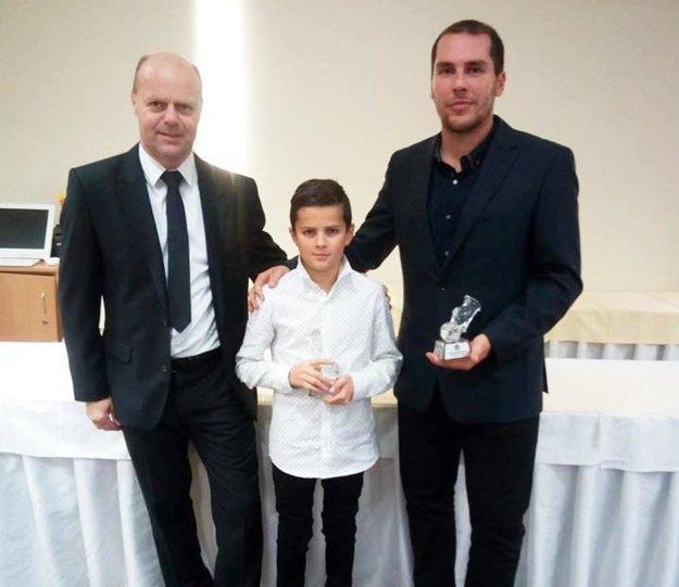 Nathan Udvaros s Jozefom Paľom (jeho súčasný tréner) a Michalom Kurucom (vpravo).