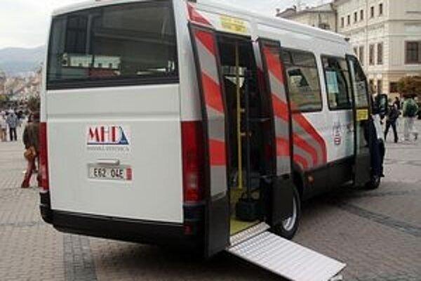 Minibus s plošinou. V meste by malo pribudnúť ďalších päť.