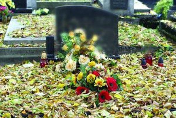 U starých hrobov sa ťažko hľadá nájomca.
