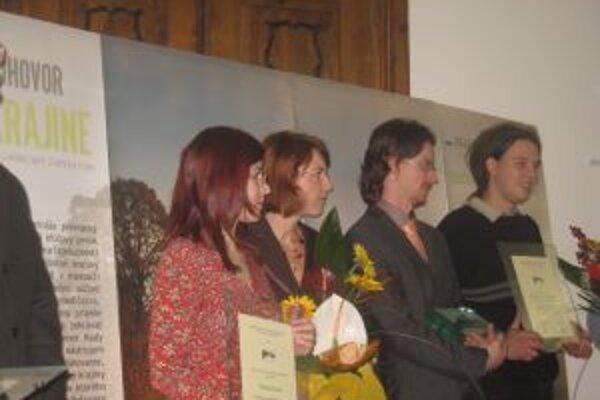 Významné ocenenie si zástupcovia Nadácie Ekopolis prevzali v Štátnej vedeckej knižnici v Banskj Bystrici