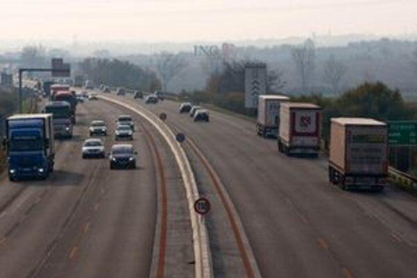 Župa zvýši daň z motorových vozidiel.