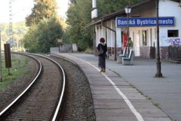 S vybudovaním druhej koľaje na trati Banská Bystrica - Zvolen sa počíta iba výhľadovo