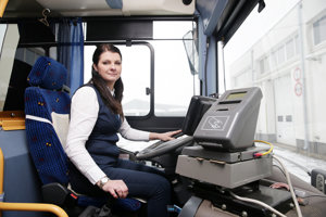 Michaela Sviteková si jazdu za volantom autobusu užíva.