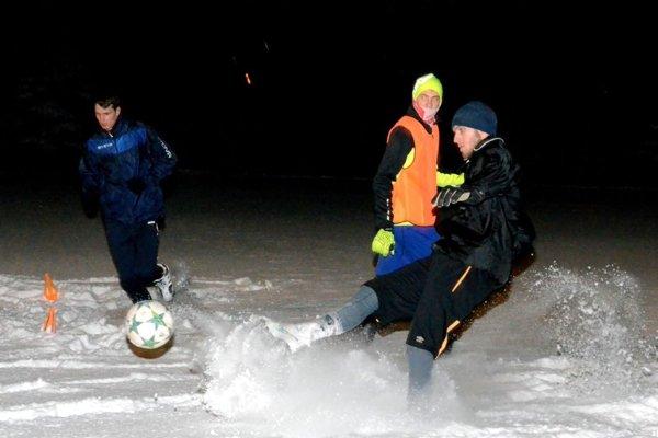 Prípravu futbalistov Diviak nenarušila ani snehová nádielka.