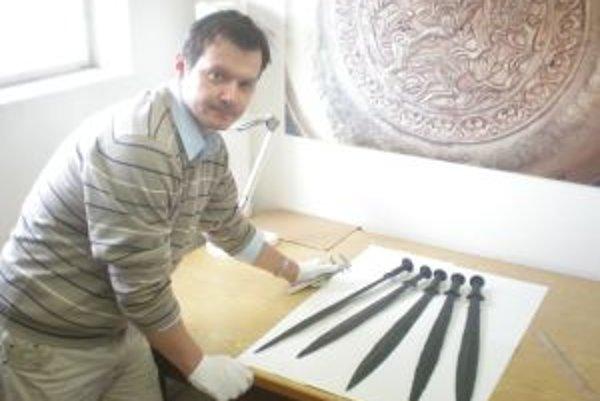 Objav bronzových mečov sa dodnes považuje za mimoriadny