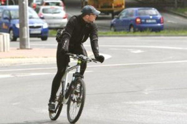 Cyklisti to v centre mesta zatiaľ vôbec nemajú ľahké