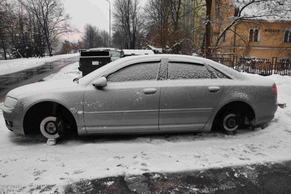 Na aute vznikla škoda približne 1 300 eur.