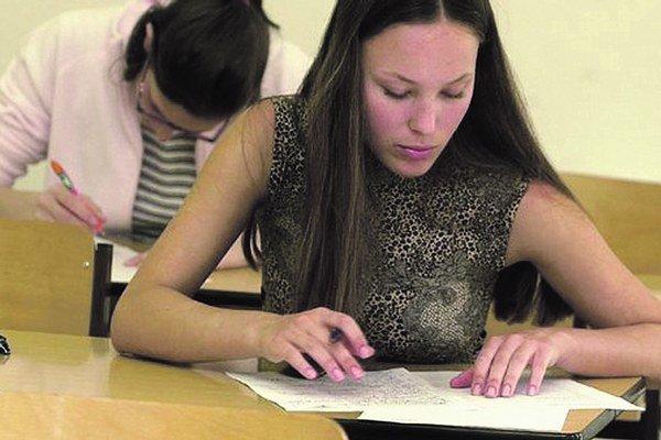 Národné porovnávacie skúšky prebiehajú formou písomného testu.