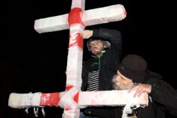 Súčasťou bohatej spomienky na 17. november bol aj symbolický interaktívny kríž