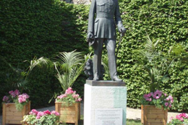 Repliku sochy M.R.Štefánika darovalo mesto Brezno Meudonu pred desiatimi rokmi.