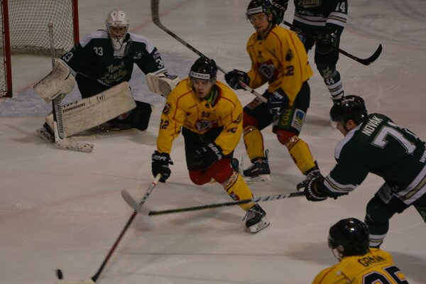 Topoľčany si na domácom ľade pripísali najvyššiu výhru v sezóne.