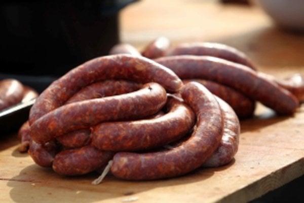 Zlodeji ukradli mäso, ktoré malo ísť do kafilérie.