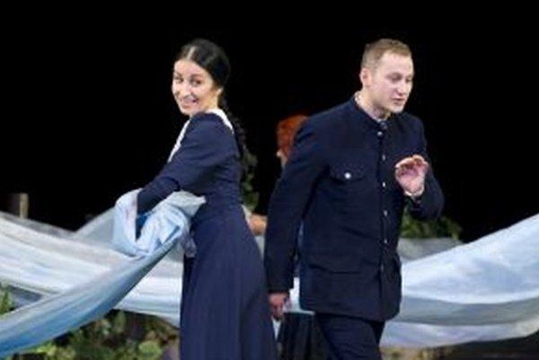 Manželia Dominika Výrostek Misárová a Daniel Výrostek si zahrajú manželov aj na javisku; ako Hana Gregorová a Jozef Gregor Tajovský.