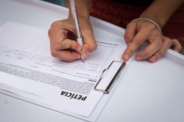 Podpisovali aj nepodpisovali. Niektorí účastníci petíciu priznali, iní vraj nič nevideli.
