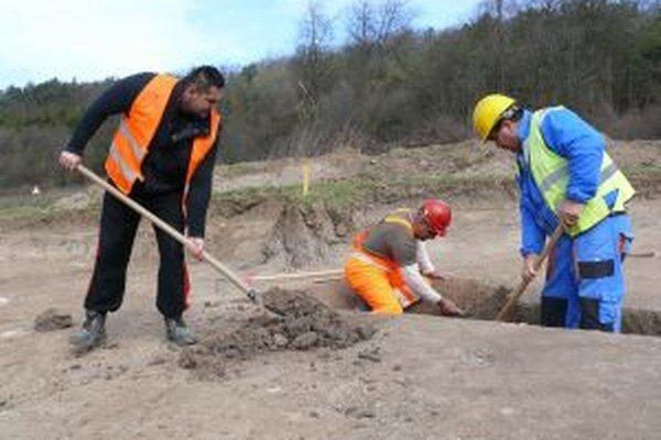 Pri výskume archeológom pomáha aj partia zo Zvolena.