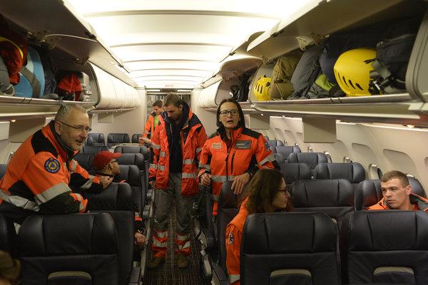 Slovenský vládny špeciál s leteckým evakuačným tímom.