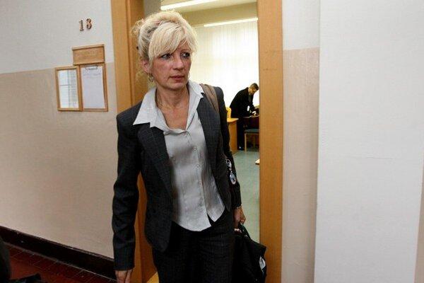 Kontrolórka Ľubica Lapinová sa súdi so zamestnávateľom. Chce vedieť, či ju vyhodili pre nadbytočnosť oprávnene alebo nie.