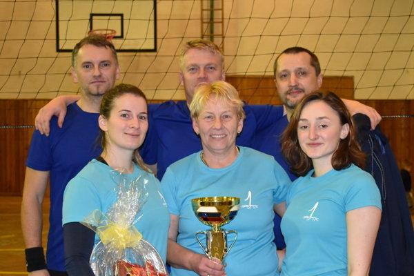 Z víťaznej trofeje sa tešili Pavlíkovci.