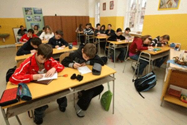 Žiaci podávali prihlášky na stredné školy.
