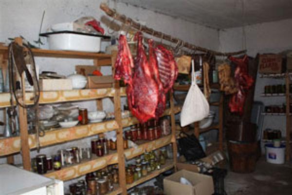 Diviaka rozporciovali v Očovej, kde nakoniec polícia mäso aj našla.