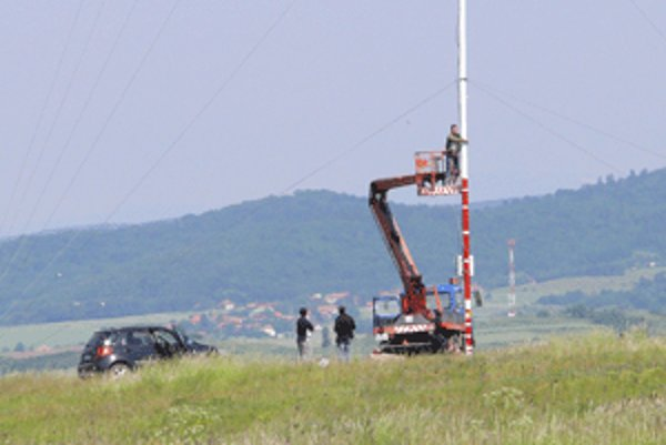 Slnečné kolektory na meracej veži museli vymeniť za nové.