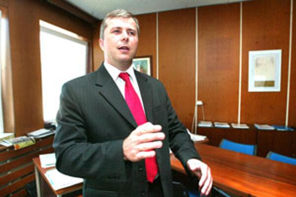 Generálny riaditeľ zvolenskej nemocnice županov krok víta, tvrdí však, mal prísť o mesiac skôr.