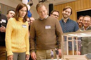 Kristen Wiig a Matt Damon vo filme Zmenšovanie.