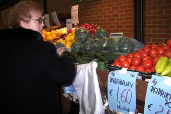 Starším ľuďom vyhovuje viac duálne zobrazovanie ceny tovaru.