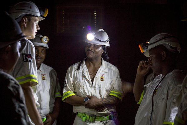 Záchranári pri Ban Beatrix v Juhoafrickej republike.