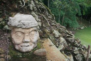 Archeologické nálezisko Copán v Hondurase. V meste sa rozvinul charakteristický sochársky štýl.