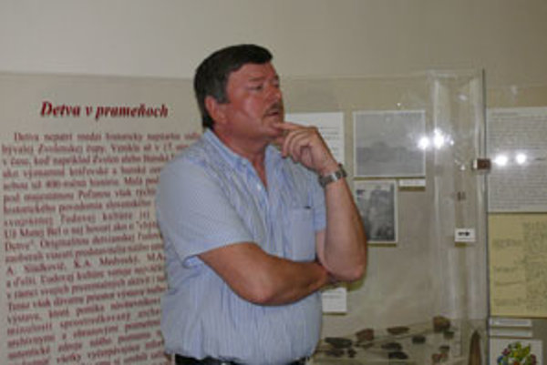 Peter Šalkovský predstavil v Detve svoju knihu o archeologickom výskume na Kalamárke.