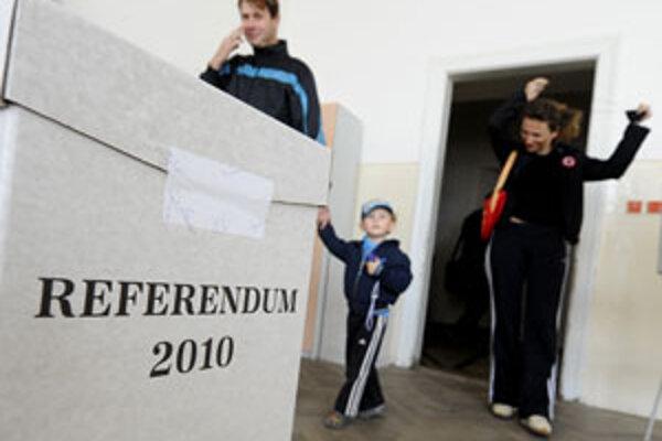 Referendové otázky staršiu generáciu neoslovili.
